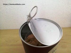 無印良品の福缶開けるところ